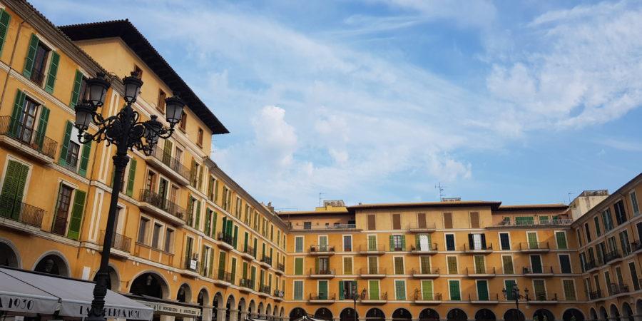 Plaza major w Palma de Mallorca, działanie, rozwój osobisty